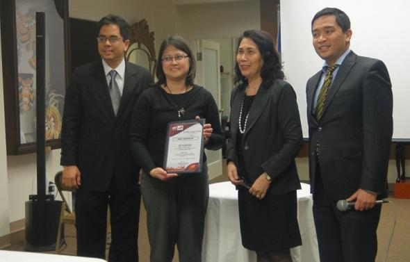 Deputy Consul General Jaymon, RD Blanco and Trade Commissioner Ignacio award Certificate to Winner Joy Sanchez of the Pili Kulinarya Contest .